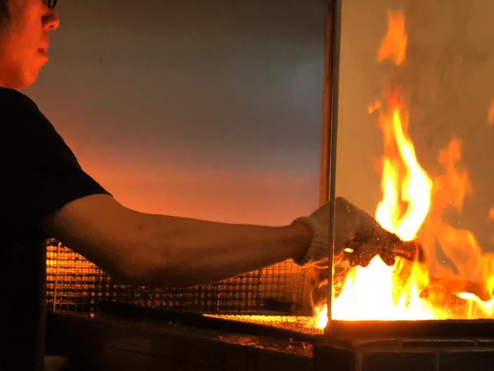 水道橋のイケメンが豪快な火あぶりで作るブランド豚の豚丼【豚や】