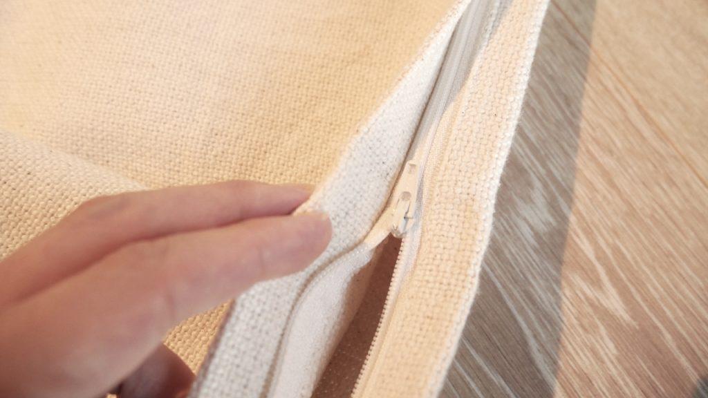 ファスナーから縫い代がたっぷり取られているので、使用時に肌にファスナーが当たらない 無印良品レビュー