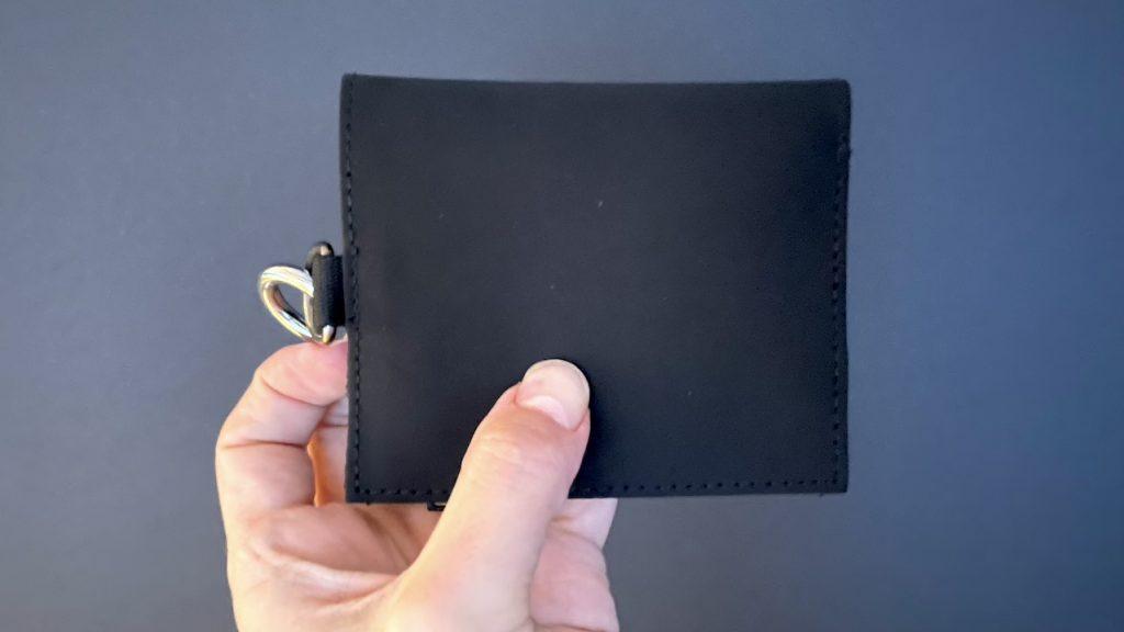ミニマリスト・シンプリストが持ってもぴったりなシンプルなデザインの薄い財布|男の一人暮らしブログ