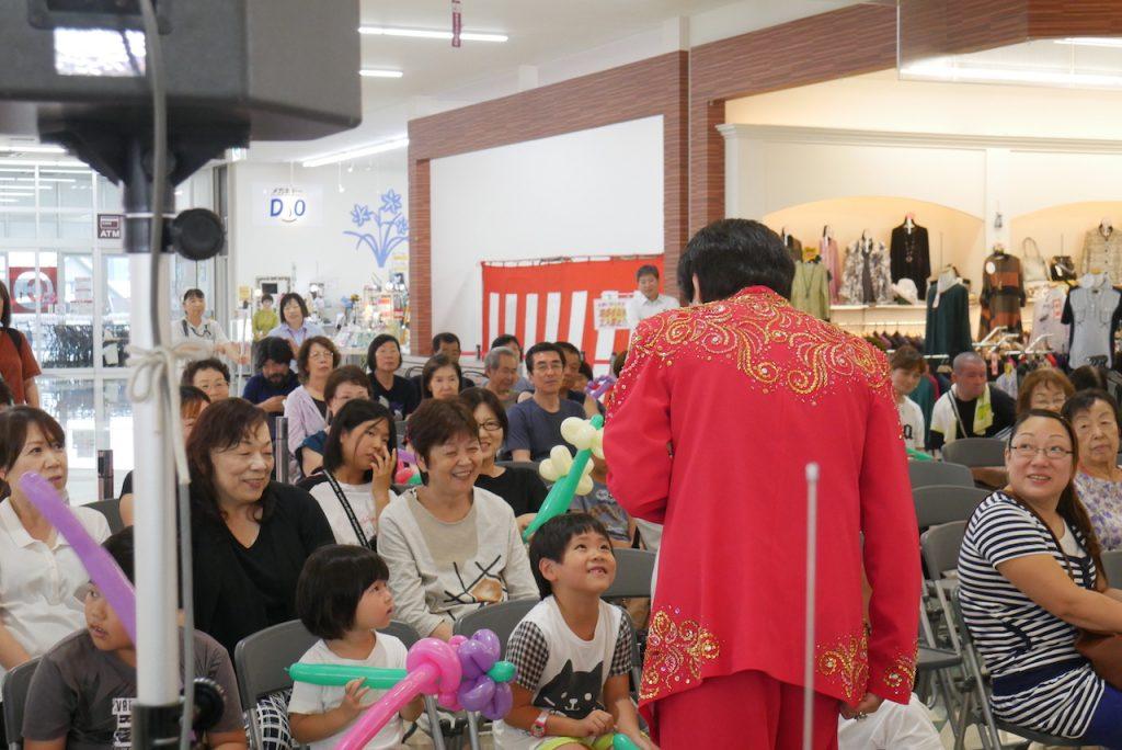 夏休み中のお子様も楽しんでいただけた、そのまんま美川ショー そのまんま美川オフィシャルブログ