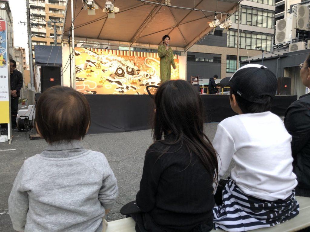 ちびっこたちも楽しんだ、そのまんま美川のステージ ボクナリ