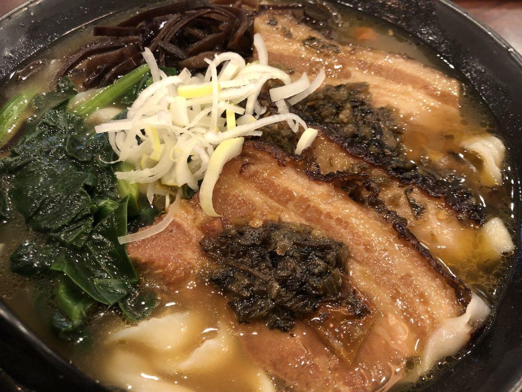 豚角煮の刀削麺|横浜中華街食べ歩き