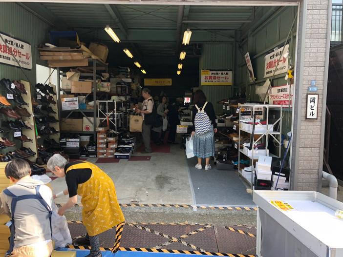 こんこん靴市・靴のめぐみ市攻略法!境内の外では皮革産業関連企業の展示即売もあります 男の一人暮らしブログ