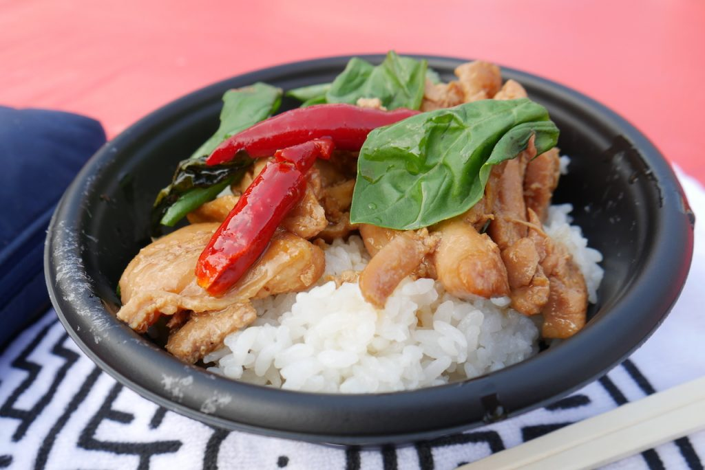 三杯鶏飯|炒めて煮込んだ鶏肉にバジルの台湾家庭料理